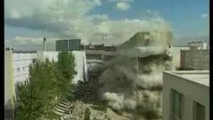 Démolition du bâtiment B3 de la cité des Francs-Moisins à St-Denis (93) en septembre 1995