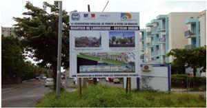 Panneau annonçant la rénovation du quartier de Lauricisque à Pointe-à-Pitre (Guadeloupe)