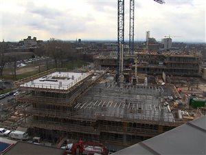 Vue du chantier de l'agrandissement de l'hôpital Ste-Justine depuis le bâtiment principal