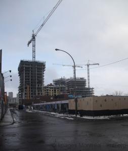 Vue d'un des chantiers de construction de condos dans Griffintown