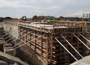 Construction du futur tunnel piétonnier destiné à rallier l'ensemble des pavillons d'est en ouest