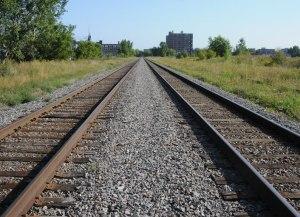 Les voies ferrées passant à proximité du site et empruntées par le train de banlieue de l'AMT Montréal-Blainville/Saint-Jérôme