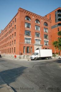 Une vue de la phase 1 des condos Lowney situés dans une ancienne manufacture reconvertie en immeuble résidentiel