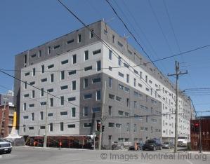 Vue depuis la rue des résidences étudiantes de l'ÉTS Phase 4
