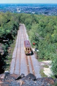 Ligne de tramway circulant sur le Mont-Royal