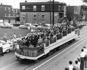 Défilé des tramways sur le boulevard Rosemont