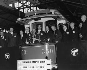 Tramway exposé à l'occasion du centenaire du transport collectif à Montréal en 1961