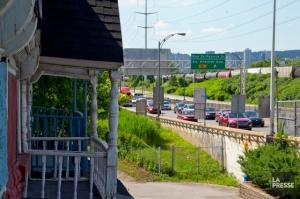 Une des 16 maisons qui seront démolies pour laisser place à l'élargissement de l'autoroute 15 en marge de la construction du futur pont Champlain