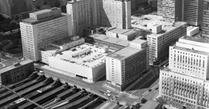 Vue aérienne de la Gare centrale de Montréal gérée par le CN en 1963