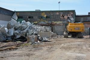 Démantèlement de bâtiments industriels entre les rues Cabot et Gladstone en juin 2014