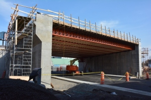 Construction du pont d'étagement de la rue d'Angers