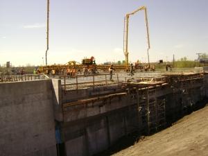 Construction du pont d'étagement du boulevard Sainte-Anne-de-Bellevue en mai 2012