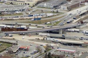 Vue aérienne des travaux de réaménagement de l'échangeur des Laurentides