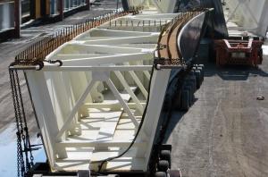 Une des poutres-caisson ayant servi au réaménagement de l'échangeur des Laurentides