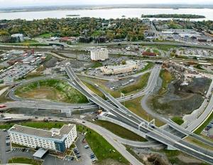 Vue aérienne des travaux de réaménagement de l'échangeur Dorval