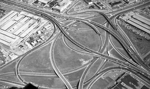 Vue aérienne de l'échangeur Décarie dans les années 1950