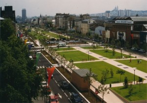 Vue de la couverture de l'autoroute A1 à Saint-Denis après la réalisation de la couverture de cette dernière vers la fin des années 1990