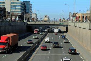 Vue de l'autoroute Décarie depuis le boulevard Décarie