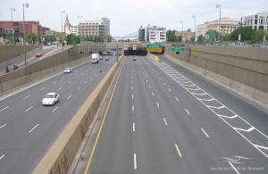 Vue de l'autoroute Ville-Marie au niveau de la station de métro Champ-de-Mars et du futur agrandissement du CHUM