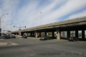 Une des structures élevées constituant l'autoroute Métropolitaine en 2007