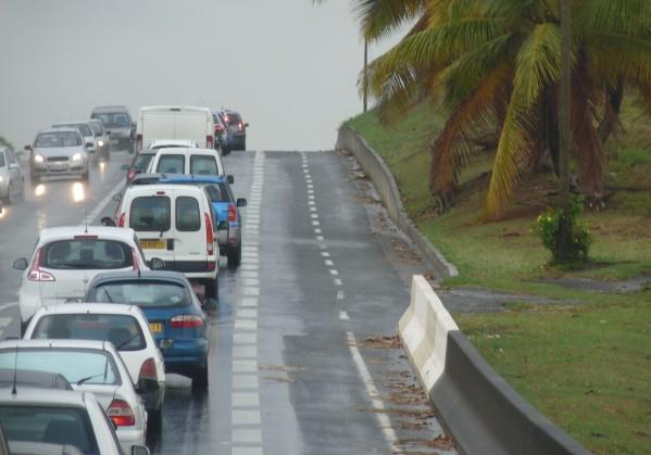 Embouteillage RN2 entre Baie-Mahault et Sainte-Rose
