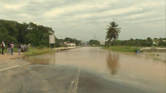 RN2 inondée à Fond Budan (Baie-Mahault) en mai 2017
